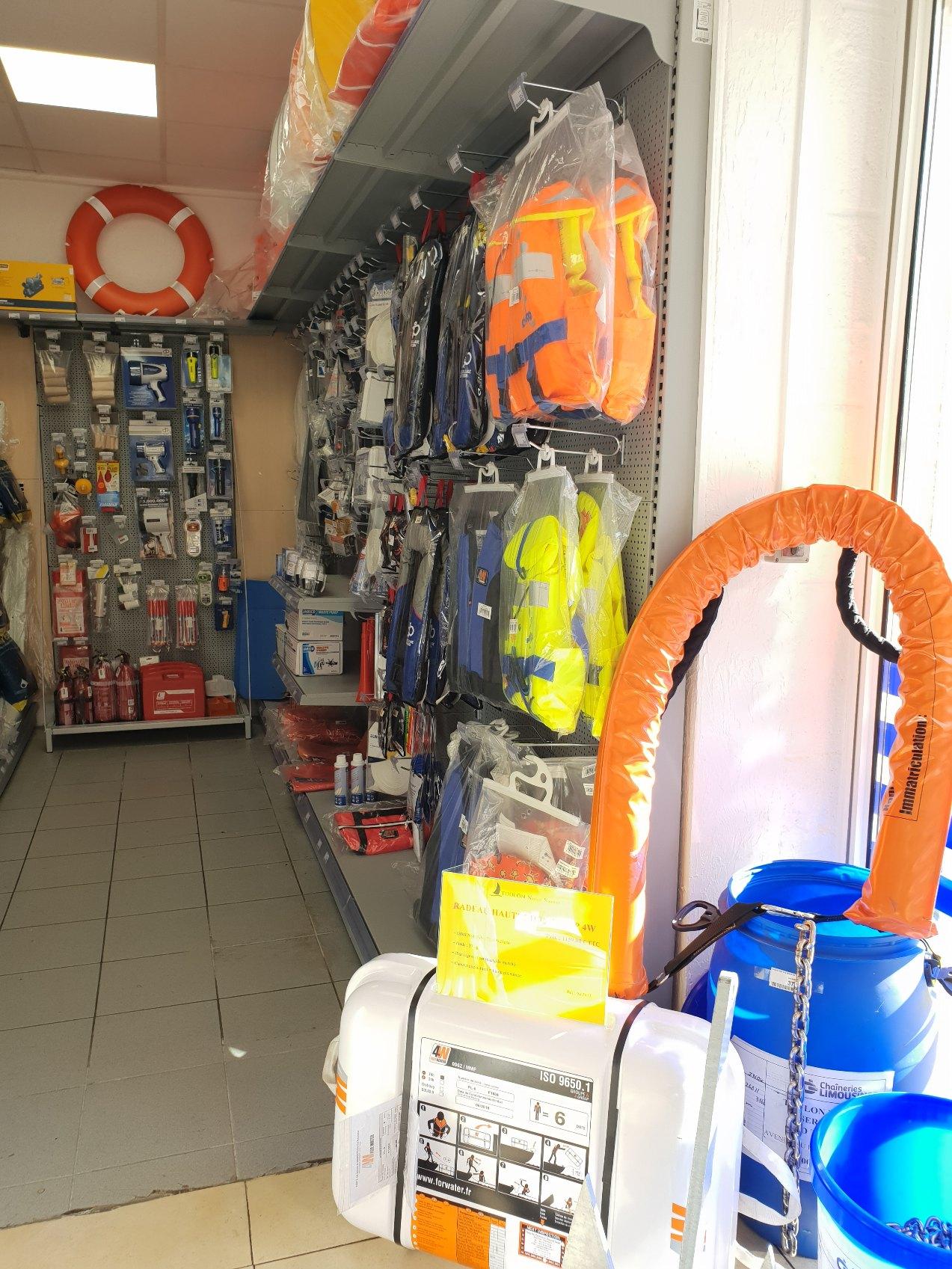 équipement de sécurité à bord du bateau du magasin d'accastillage Varois