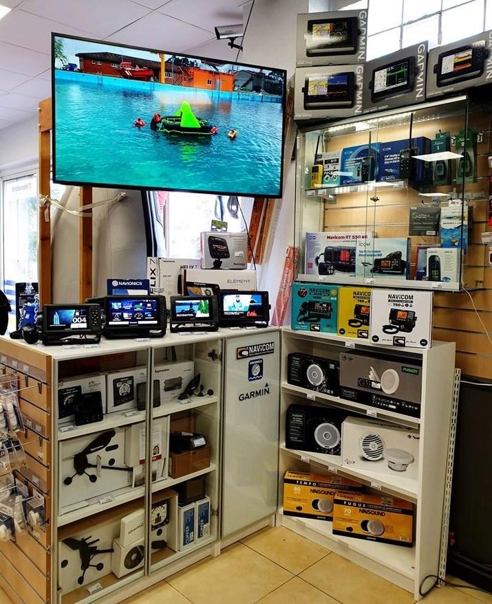 Appareils électroniques à placerr rà borrd du bateau du magasin d'accastillage varois